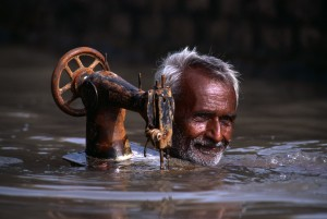 © Steve McCurry - Tailor in Monsoon, Porbandar, India,1983