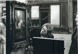 Robert-Doisneau-Tableau-de-Wagner-dans-la-vitrine-de-la-Galerie-Romi06