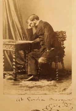 Giuseppe Verdi in una fotografia d'epoca con dedica a Emilia Morosini, madre del patriota Emilio. Milano, Museo Teatrale alla Scala.