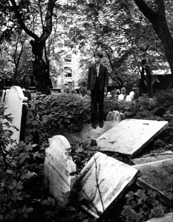 © Izis Bidermanas - Bambini al cimitero di Sant John Wapping (1953)