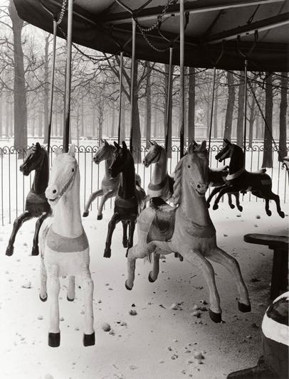 © Izis Bidermanas - I giardini di Tuileries, Parigi, 1950