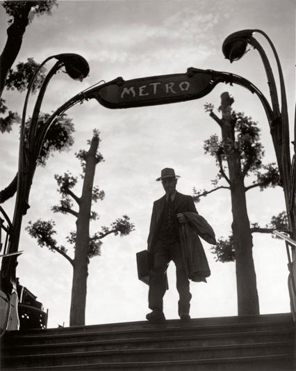 © Izis Bidermanas - Metro Mirabeau alle sei del mattino (1949)