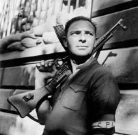 Un membro del Comitato di Liberazione di Parigi (C.P.L.) durante i combattimenti per la liberazione di Parigi. Credits: Rue des Archives /RDA /Tips Images