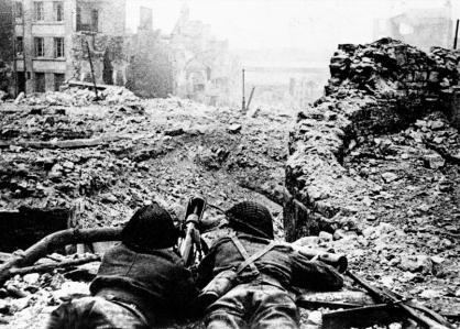 Pesanti bombardamenti nei pressi di Marsiglia (giugno 1944) Credits: Rue des Archives /RDA /Tips Images