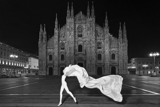 ©Settimio Benedusi, L'angelo di Piazza del Duomo